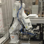 Palletizing dial plate manages multiple robots